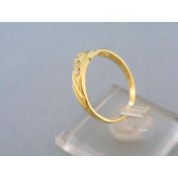 Zlatý dámsky prsteň jednoduchý žlté zlato kamienky DP57220Z