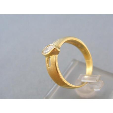 Zlatý dámsky prsteň v žltom zlate s pozdĺžnym zirkónom