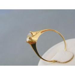 Zlatý prsteň s kamienkom v korunke DP61260Z