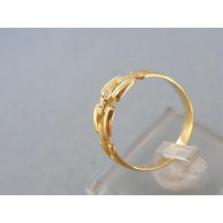 Vyrezávany zlatý prsteň žlté zlato dva kamienky