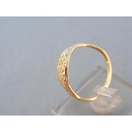 Vzorovaný dámsky prsteň v žltom bielom zlate
